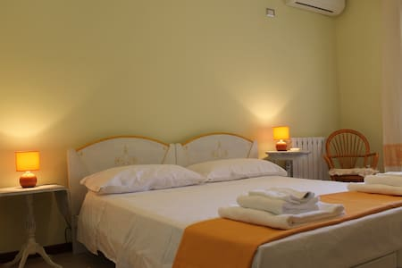 "Double room in B&B""S'Arrenconi miu"" - Capoterra"