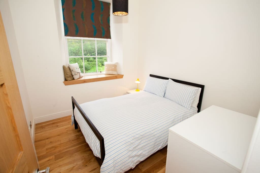 Double bedroom with stunning views of Edinburgh Castle