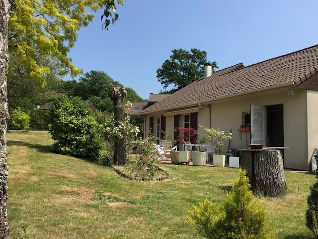 Jolie maison au vert près de Paris - Jouars-Pontchartrain - House