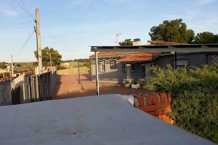 Ven a disfrutar la tranquilidad - urbanización encinasola - Almhütte