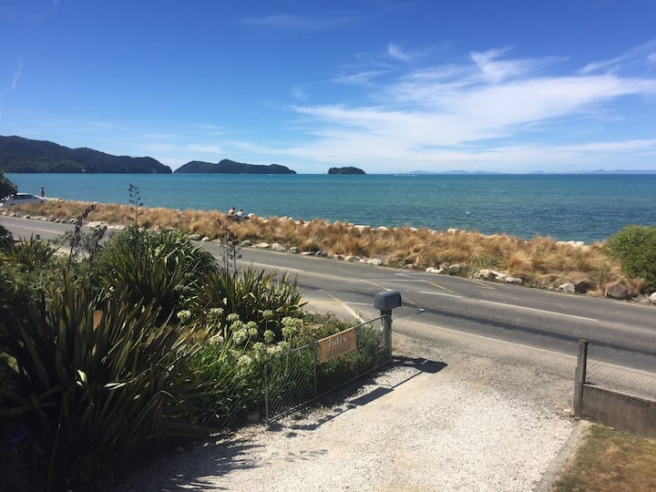 Beach Front Accommodation - Tides - Marahau