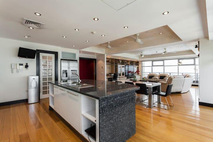 Luxury Penthouse , Magnificent Views 320 Sq m