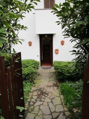 Villa nel verde, 5 minuti da Milano - Cernusco sul Naviglio - House