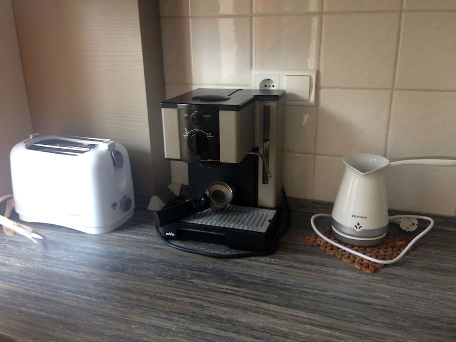 A coffee maker, toaster and kettle are provided.