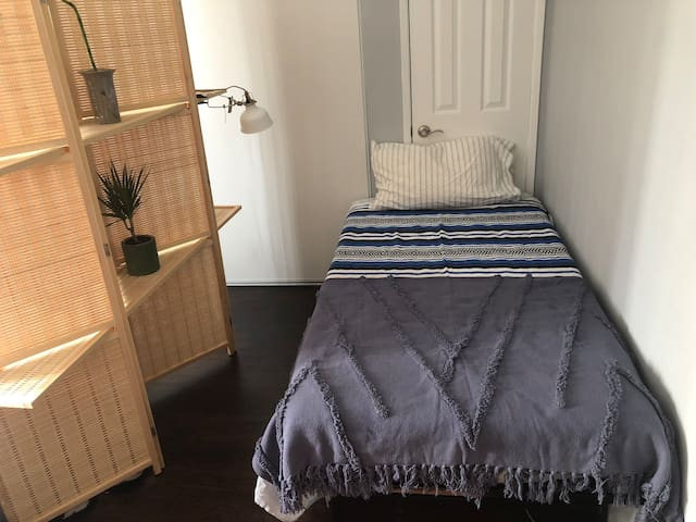 Cozy East Hollywood extended stay with PARKING!