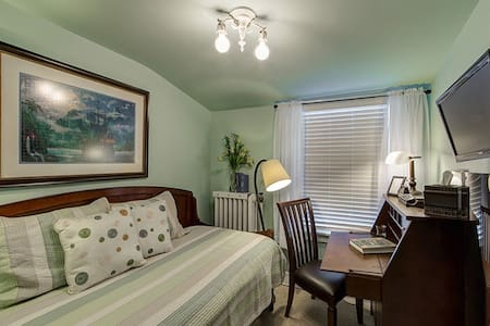 Peter Pan Room w/private bath - Flint - Bed & Breakfast