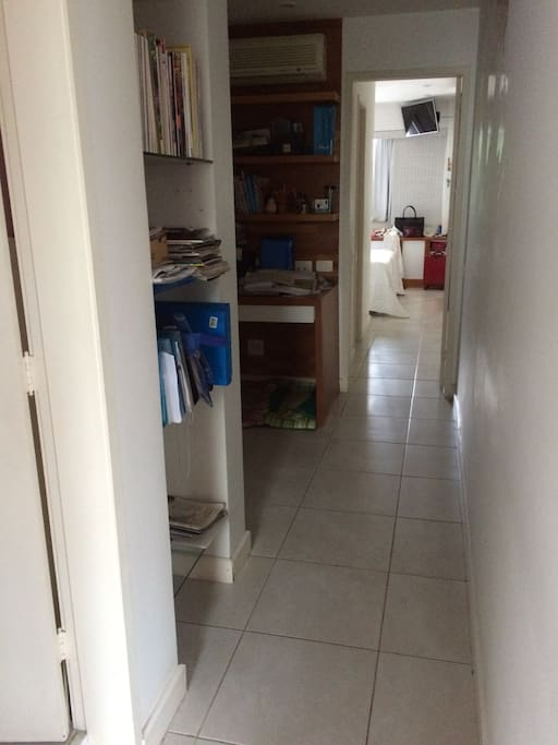 Vista do corredor para o quarto