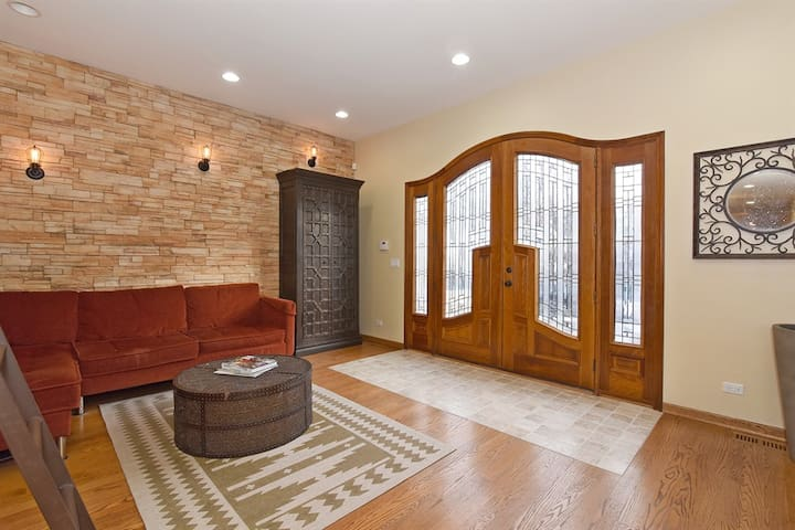 Charming (4BR,3BH) great location! - Chicago - Maison