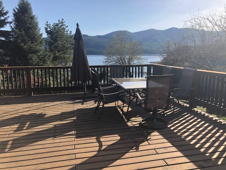 Lakeview Home on Cowichan Lake