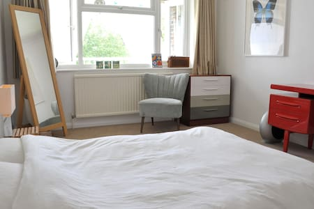 Perfect for one or a couple. Fresh, airy & quiet full sized double.  Chilled living, enjoy access to shared areas of our home, wifi, parking & balcony views Easy walking access to train & Godalming, and also to London and airports