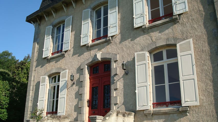 La Belle Maison - Eymoutiers - Bed & Breakfast