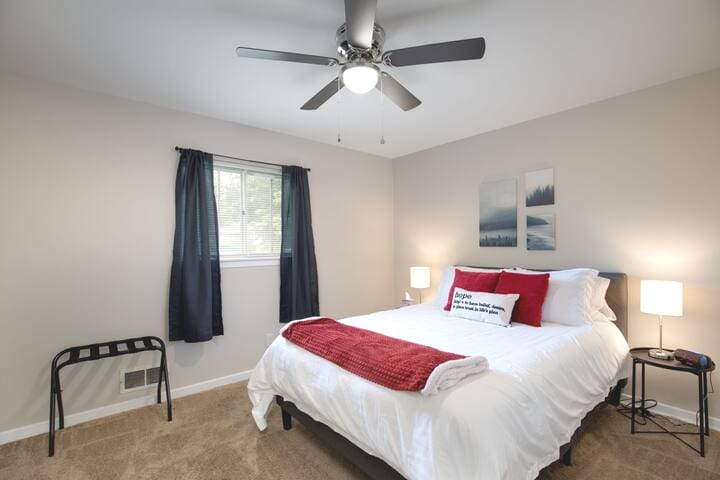 2nd bedroom - Complete with a queen sized mattress with fresh sheets and pillows!