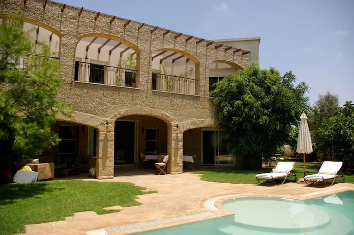 Villa Shirine avec piscine
