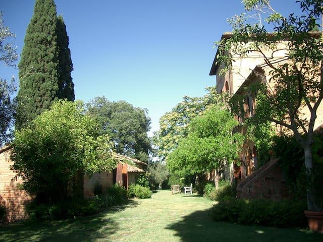 Villa Poggialto an oasis with pool - Chiusi - วิลล่า