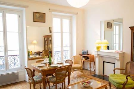 Cosy 2 bedroom Eiffel Tower doorstep - Paris-7E-Arrondissement - Lakás