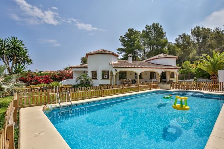 Luxury 4 Bedroom Property in a Prime Location - Javea  - Hus