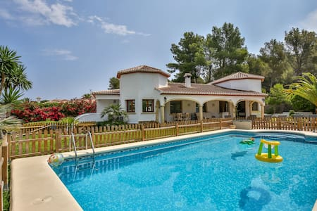 Luxury 4 Bedroom Property with Heated Pool - Javea