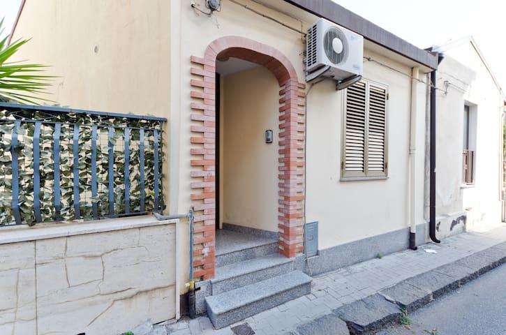 Casa a 2 km dal mare 12 km Taormina - Fiumefreddo di Sicilia - Hus