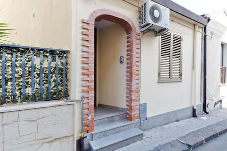 Casa a 2 km dal mare 12 km Taormina - Fiumefreddo di Sicilia - Talo