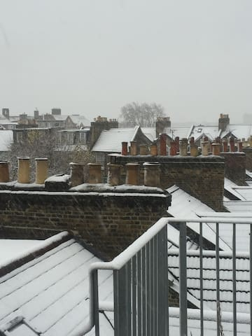 Cosy flat close to central London fab rooftop view