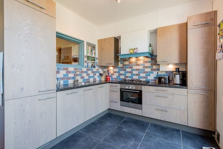 A very modern and warm open kitchen with oven, 5 pits gas stove, dishwasher microwave, fridge, freezer, water cooker, broad toaster and regular coffee machine. The kitchen is fully equipped with pots, tableware, kitchen towels, spices, etc.
