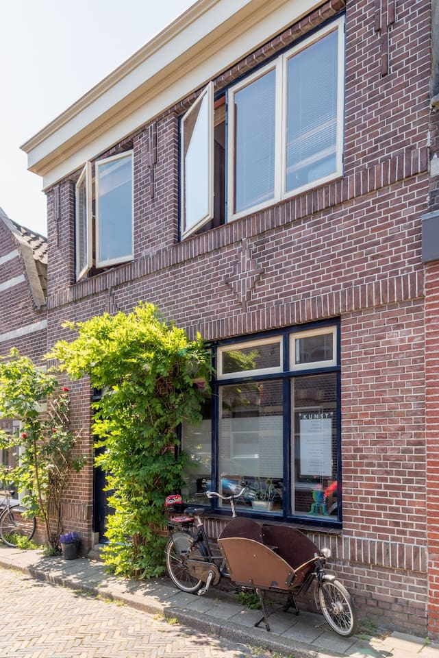Our house is located in a characteristic Dutch neighbourhood very close to shops (3 m walk), restaurants and the train station (1 min walk).