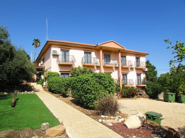 Ahuzat Kinneret 18 rooms
