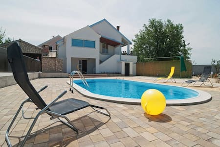 Holiday house / 4 bedrooms/ private swimming pool - Polača - Casa