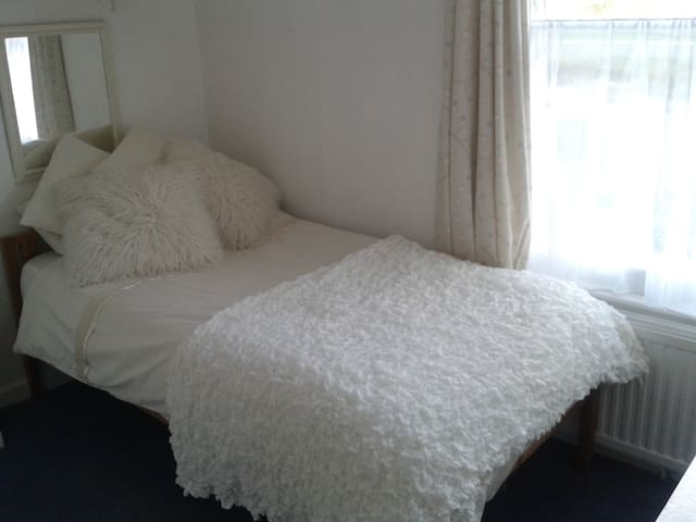Single cosy room in Colyton, Devon.