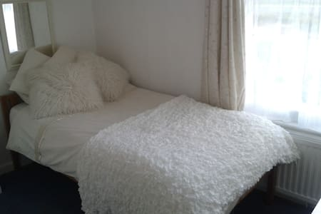 Cosy single room in Colyton, Devon. - Colyton