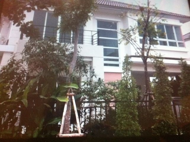 6 million house with 195 SQM - Bangkok - House
