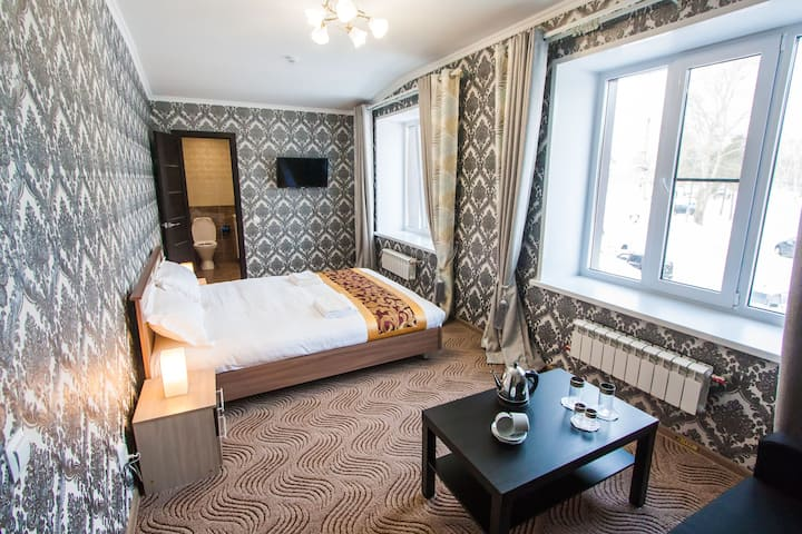 Большой номер с одной 2х-сп. кроватью и диваном