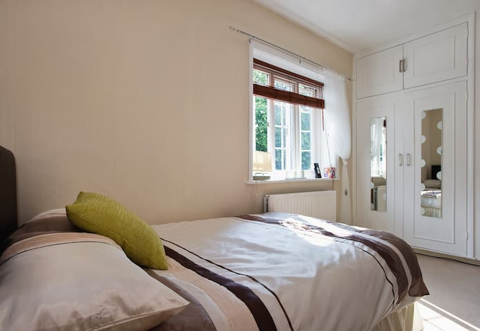 Great double room with Free Wi Fi!!