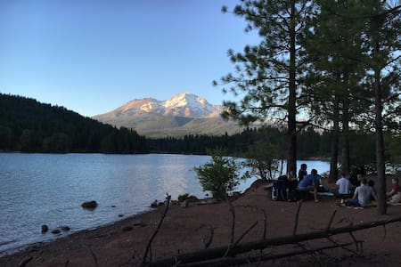Room for travelers in Mount Shasta - Mount Shasta