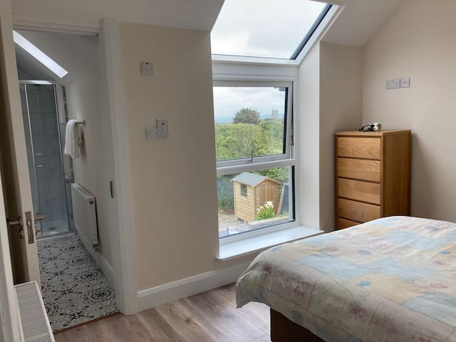 Main en suite Double Bedroom ( beautiful views of Carrigaholt Bay & Castle)