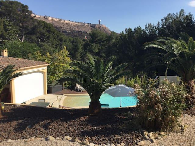 Villa provençale dans la pinède - Rognac - Maison