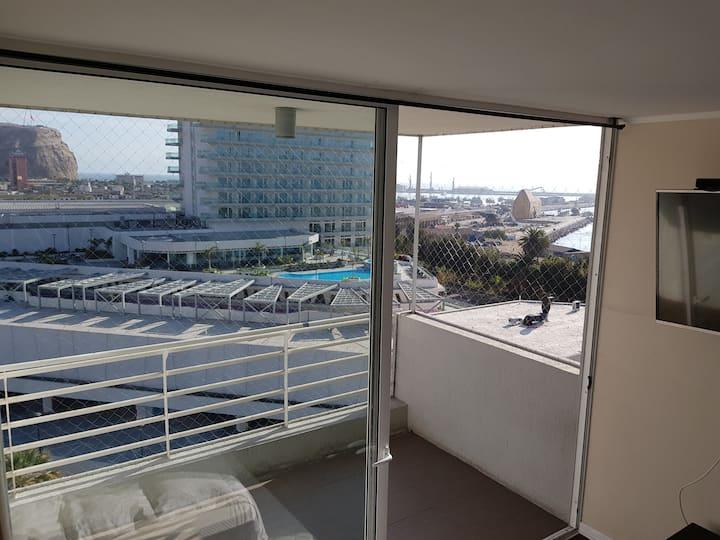 habitacion  grande con balcón vista insuperable