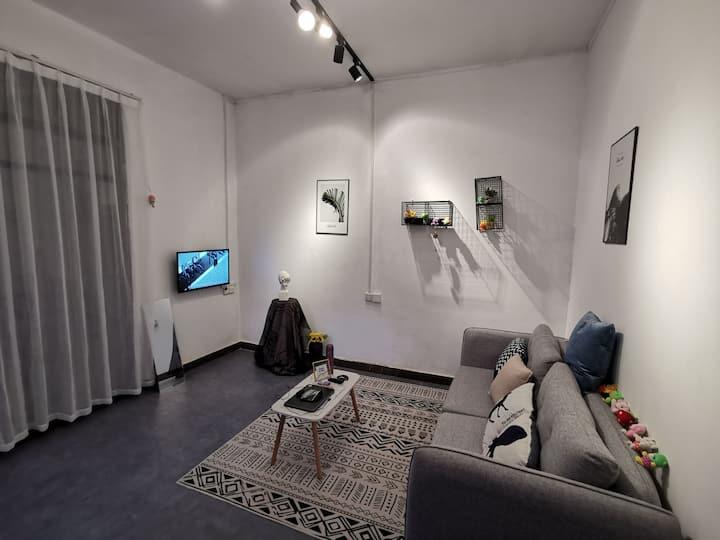 广西师大雁山校区附近临江情侣公寓,两房一厅,中式简约,环境隐秘