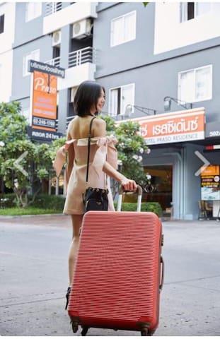 性价比最高公寓酒店 步行网红拉茶达火车夜市 尚泰百货 2大超市 新金融中心  RCA酒吧一条街