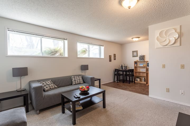 Super Convenient Cozy Suite -  Close to Downtown!