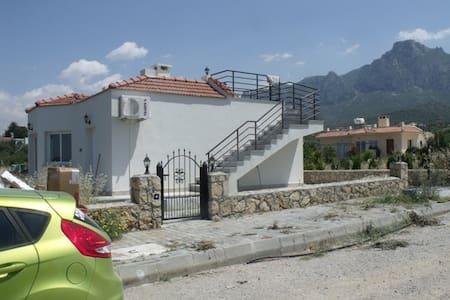 Oferuję dom (bungalow) do wynajmu długoterminowego - Hamitköy