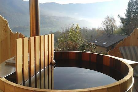 Chambre bain nordique et apéro dînatoire vue lac - Novalaise - Natur-Lodge