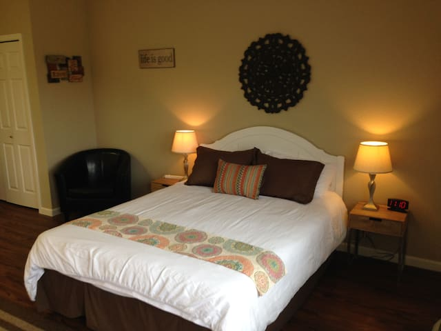 Queen and Twin Bed Unit - Manson - Boutique hotel
