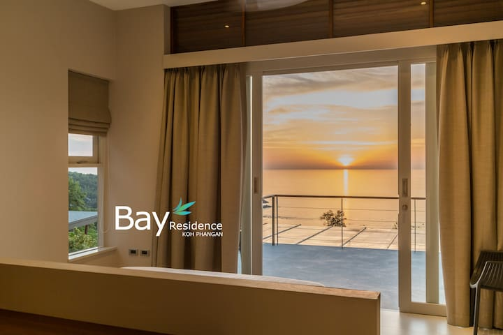 Master bedroom with king bed full sea view, balcony access, air conditioning, en suite bathroom