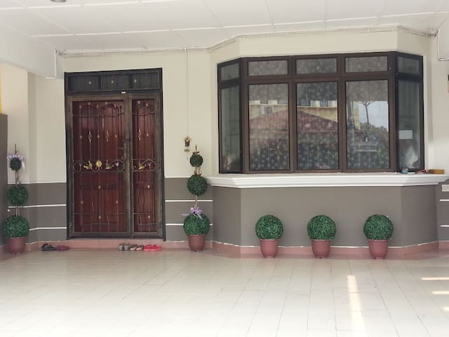 Rainbow Homestay @Kulai, Johor - Kulai - 단독주택