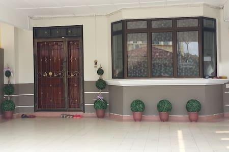 Rainbow Homestay @Kulai, Johor - Kulai - House