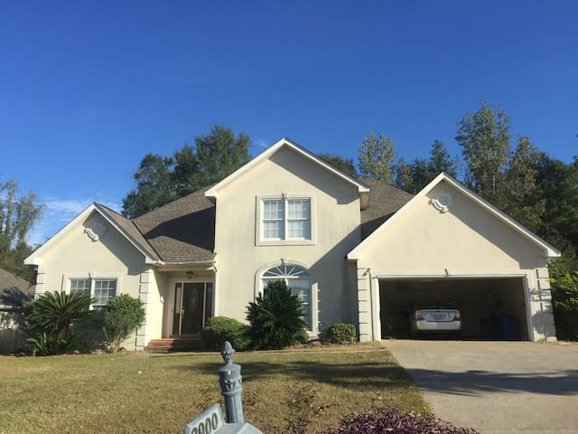 Spacious Rental for Game Day! - Northport - Casa
