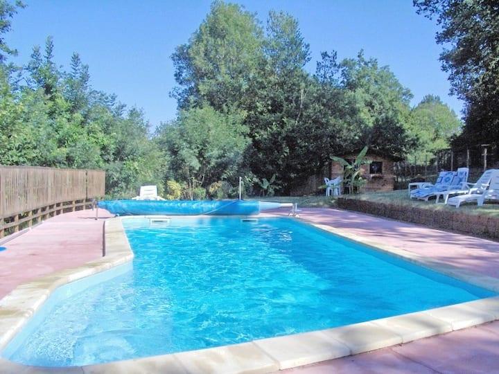 Gîte-piscine de 7-9 personnes  en vallée de l'Isle