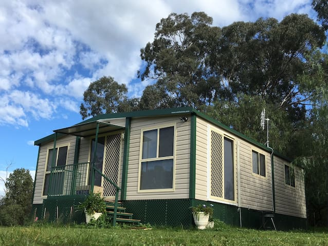 Balcraggon Accommodation 4BRCabin 1, Stockinbingal