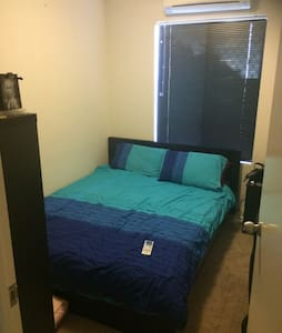 Queen Bed & Own Bathroom ! LGBTQI - Nollamara